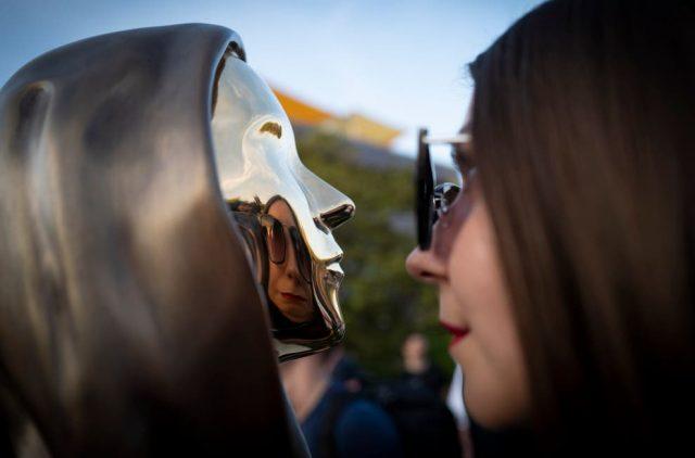 匈牙利:紀念神秘比特幣創始人的雕像揭幕